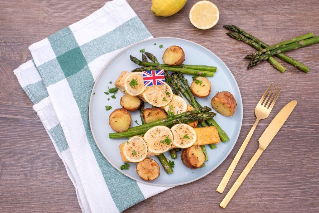 Zalm uit de oven met citroen en asperges - Recept van Freshly Fish met de september visbox