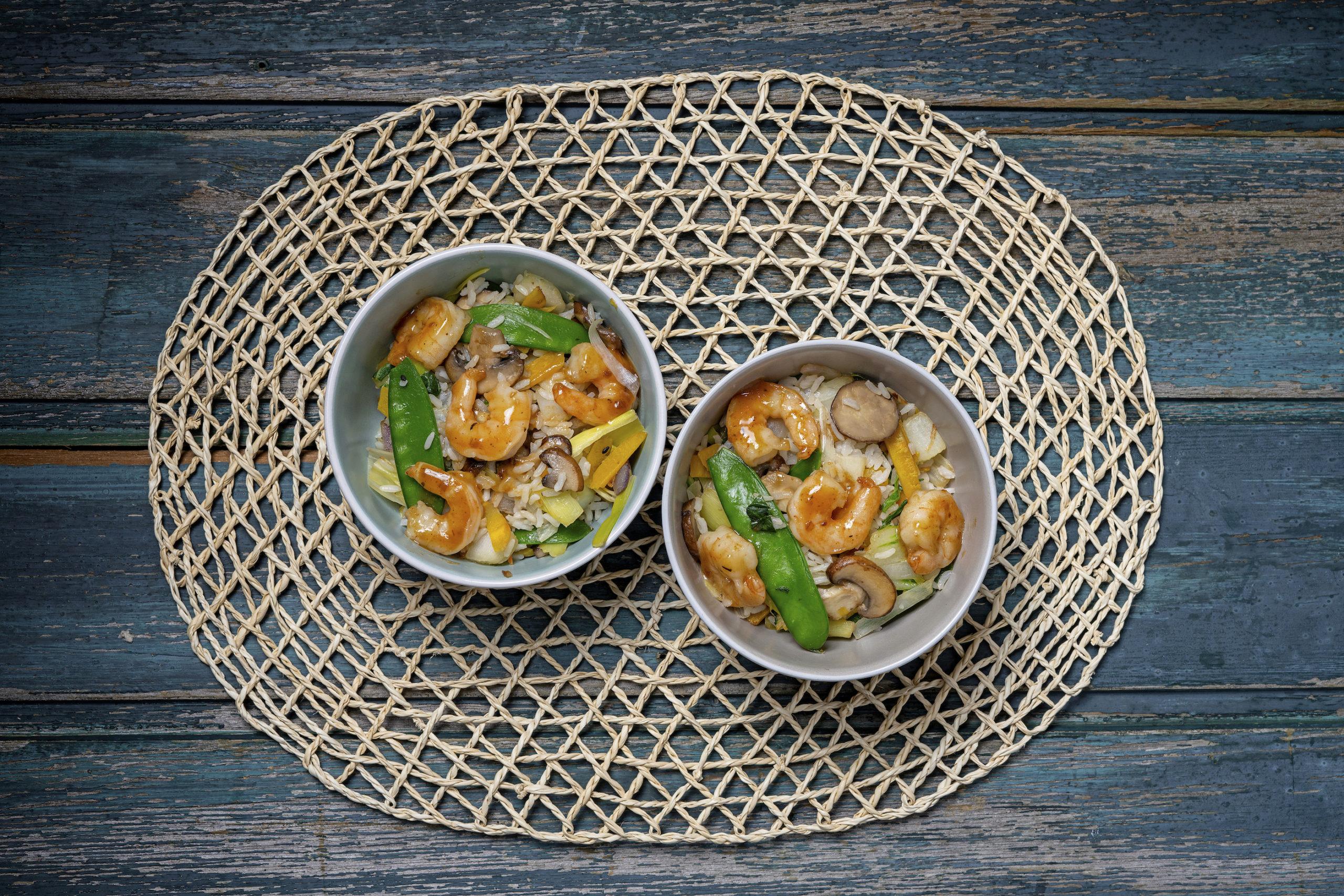 Japanse wokschotel met garnalen