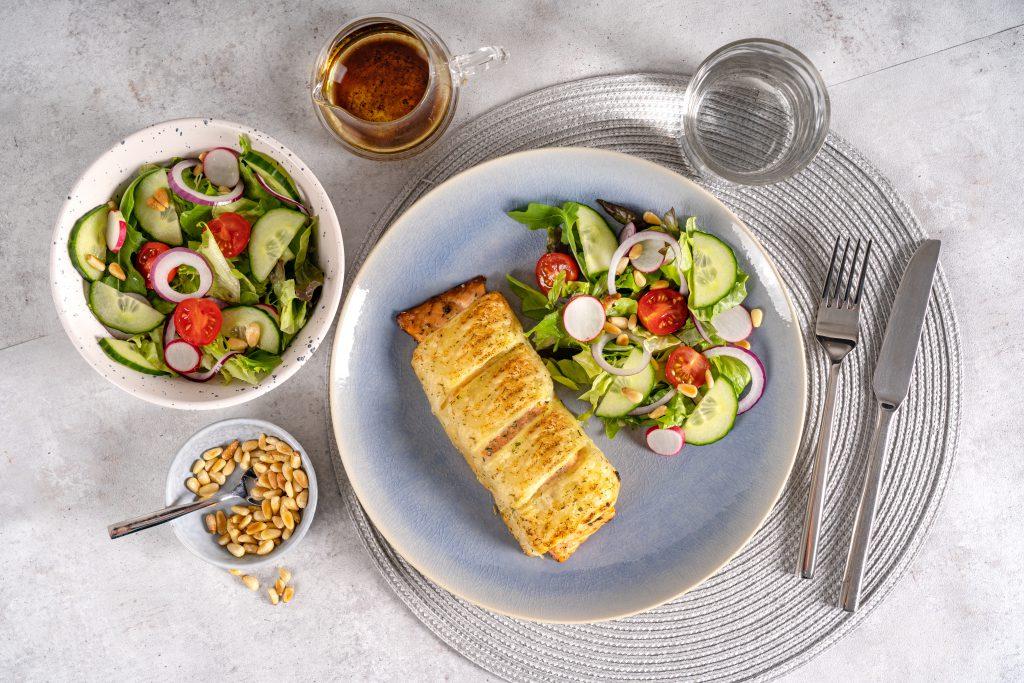 Zalm Wellington met groene salade