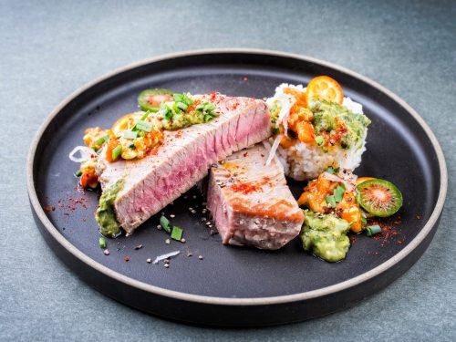 tonijnsteaks met salsa